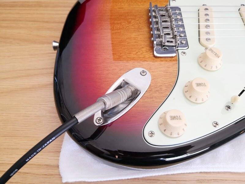 斜めにジャックがあるエレキギター