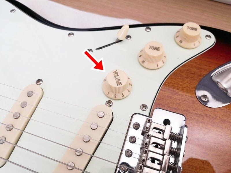 エレキギターのボリュームを0にする