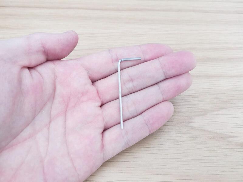 弦高調整用の6角レンチ