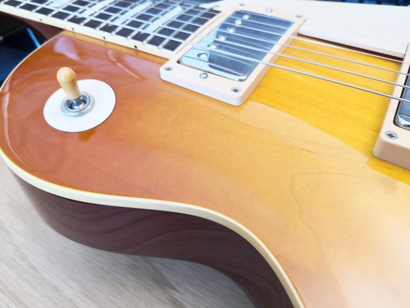 ラッカー塗装のギター