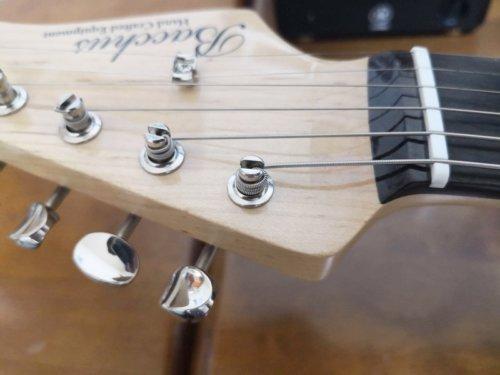 縦穴タイプのギター