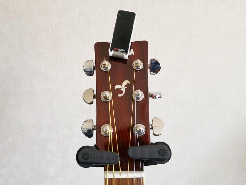 アコースティックギターに取りつけた様子