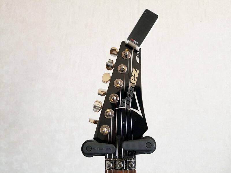 Ibanezのギターに取りつけた様子