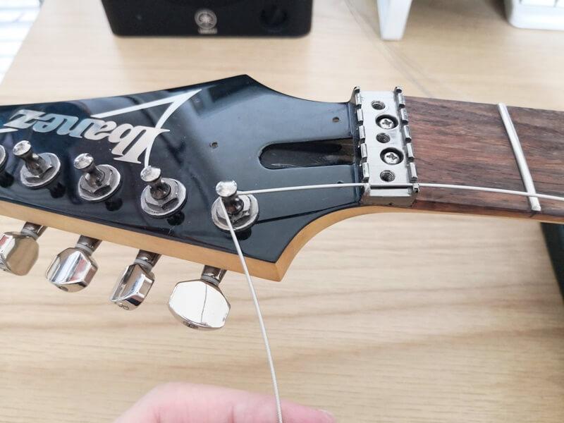 弦を横に90度折り曲げる