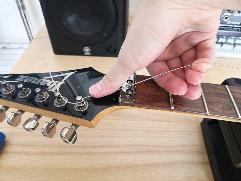 弦を巻きつけるときのコツ