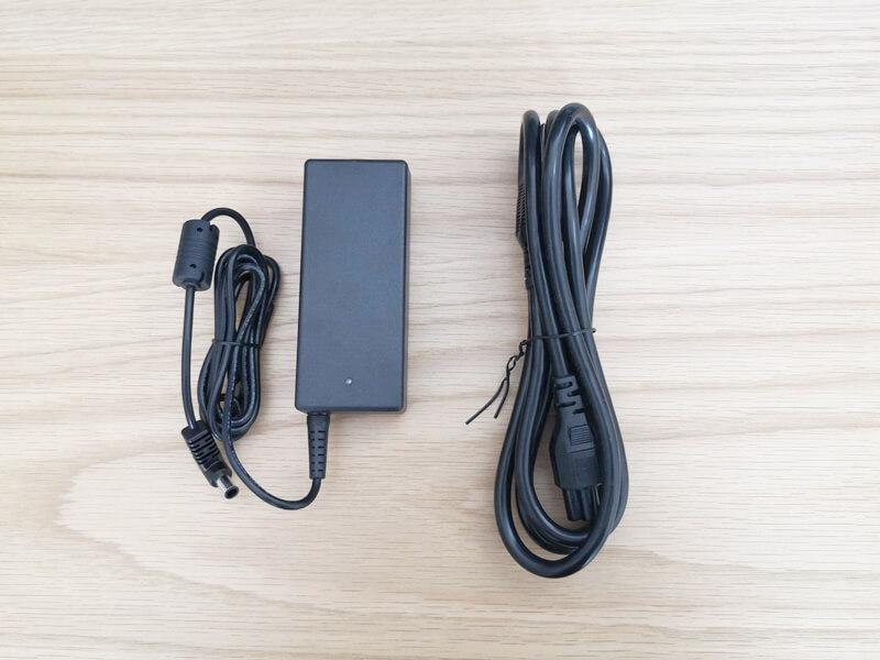 ACアダプターと電源ケーブル