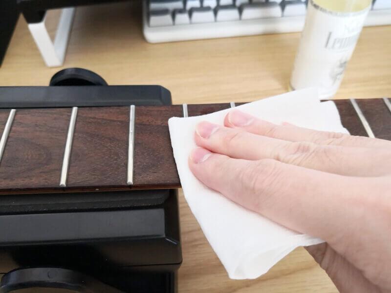 ギターの指板をケアする