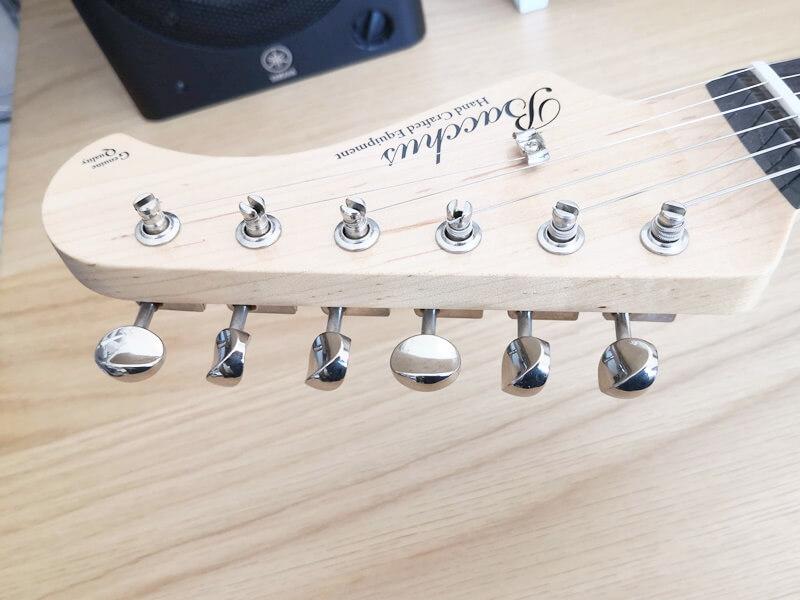ギターの金属製ペグ