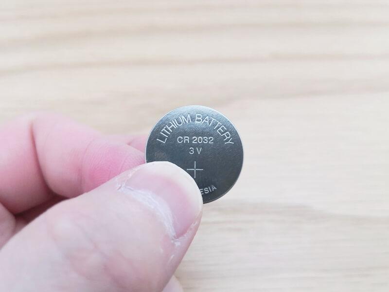 CR2032型ボタン電池