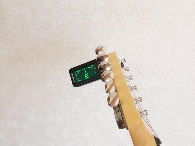 YAMAHA YTC5をギターの裏に取りつける