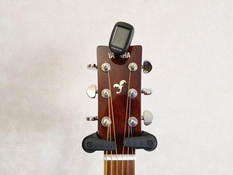 PLAYTECH CLIP TUNERとアコースティックギター