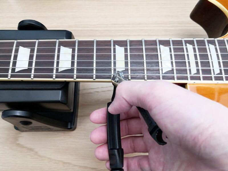 D'Addario PRO WINDERでギターの弦を切る