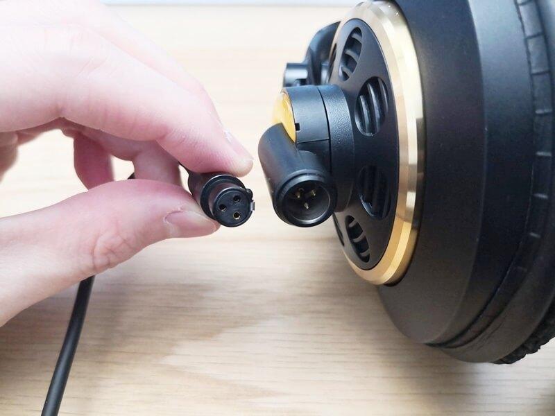 AKG K240 Studioの着脱式ケーブル